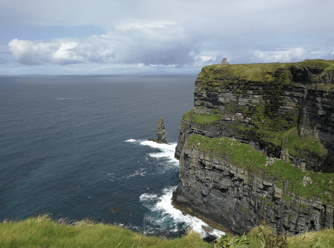 best countries to move to -   Ireland Moher Cliff