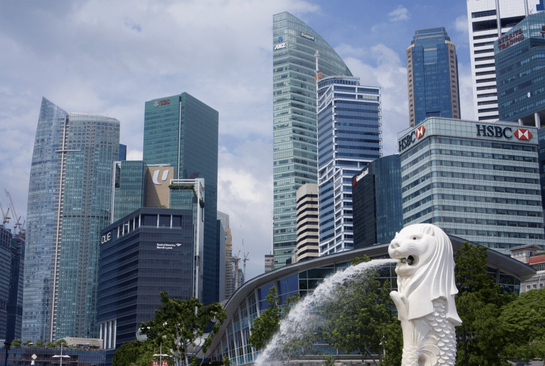 best countries to move to -singapore city fountain architecture